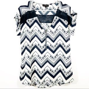 MY MICHELLE CHEVRON PRINT SHORT SLEEVE BLOUSE - L